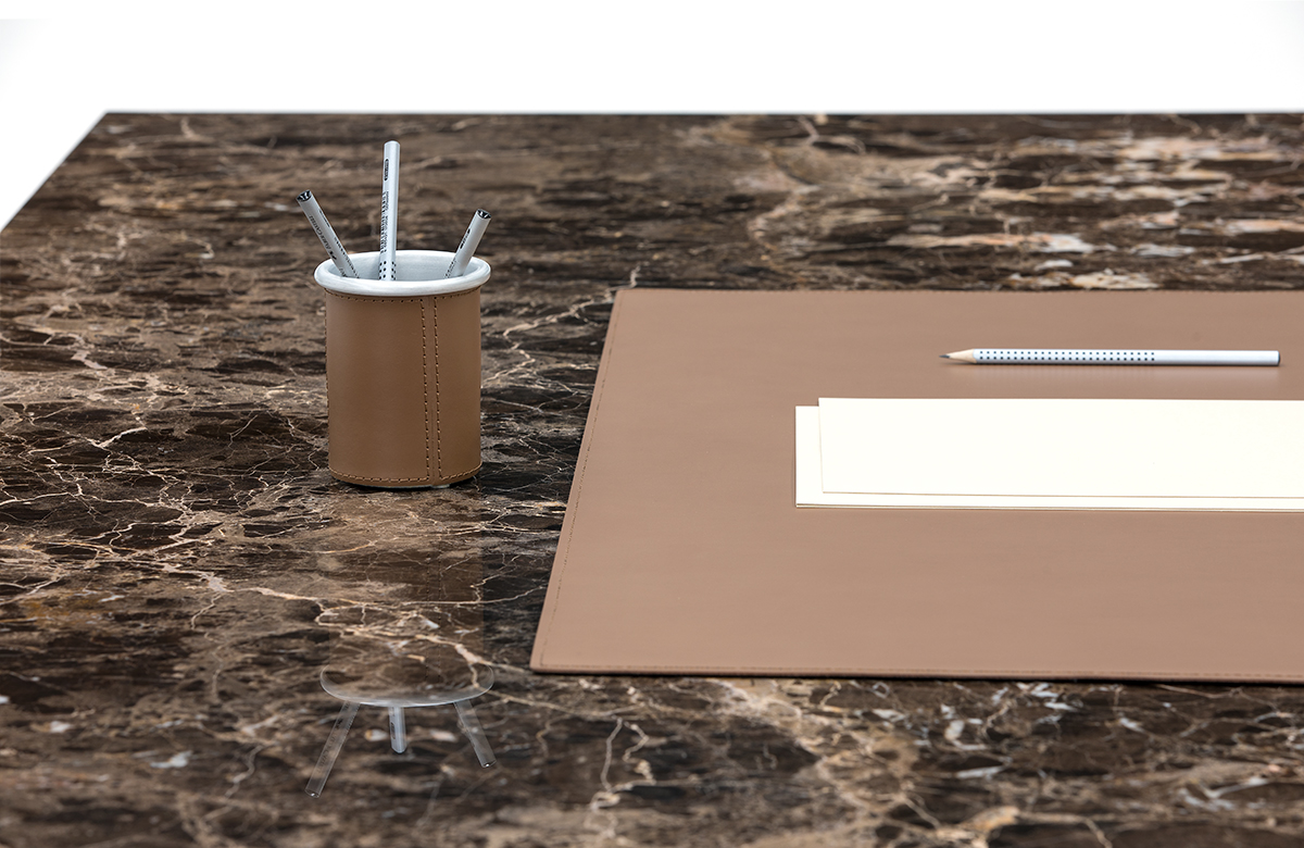 540 - 986 Deskpad and pen holder